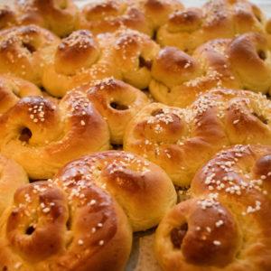 A platter of Lucia buns.