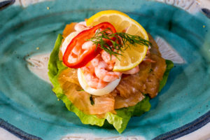a kallrökt lax och räk smörgås or cold smoked salmon and shrimp sandwich